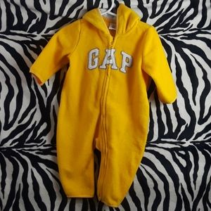 Baby gap one piece yellow fleece size 6-12m